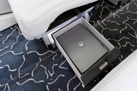 Комфортный интерьер частного самолёта бизнес-класса Learjet 85 - фото 1