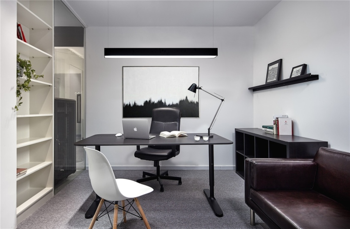 Чёрный цвет в офисе компании в Китае - кожаная мебель в интерьере