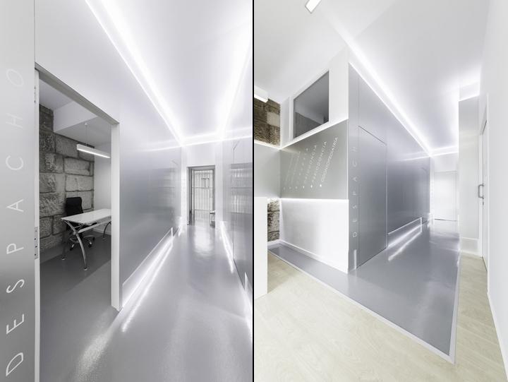 Металлические пластины с подсветкой в интерьере стоматологической клиники