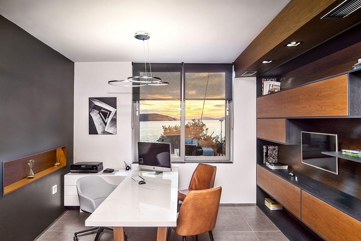 Дерево в интерьере офиса с видом на Ионическое море: подвесные деревянные ящики