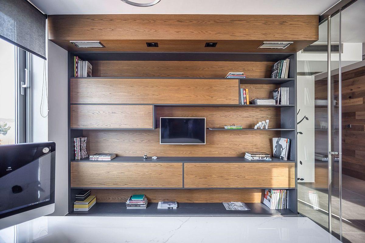 Дерево в интерьере офиса с видом на Ионическое море: потрясающий дизайн