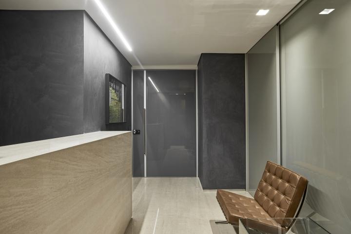 Деревянная отделка офиса в городе Нова Лима - безопасный вход в офис