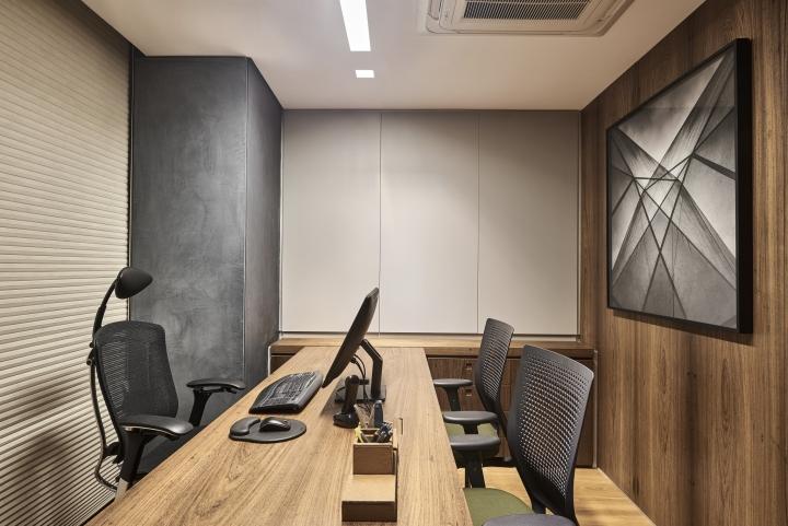 Деревянная отделка офиса в городе Нова Лима - обустройство кабинета