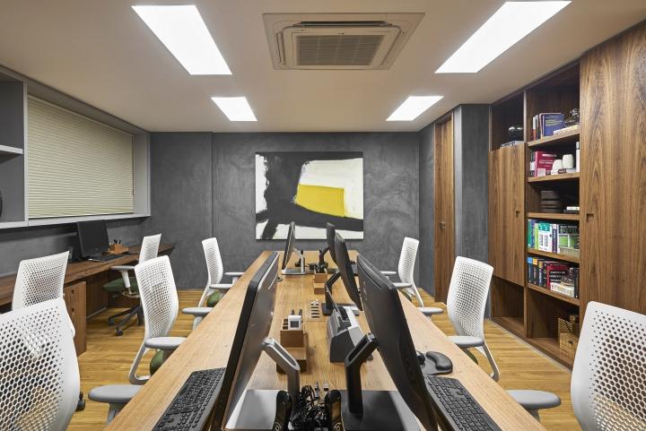 Деревянная отделка офиса в городе Нова Лима - рабочие места