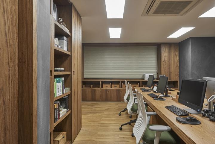 Деревянная отделка офиса в городе Нова Лима - деревянный шкаф