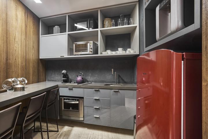 Деревянная отделка офиса в городе Нова Лима - кухня
