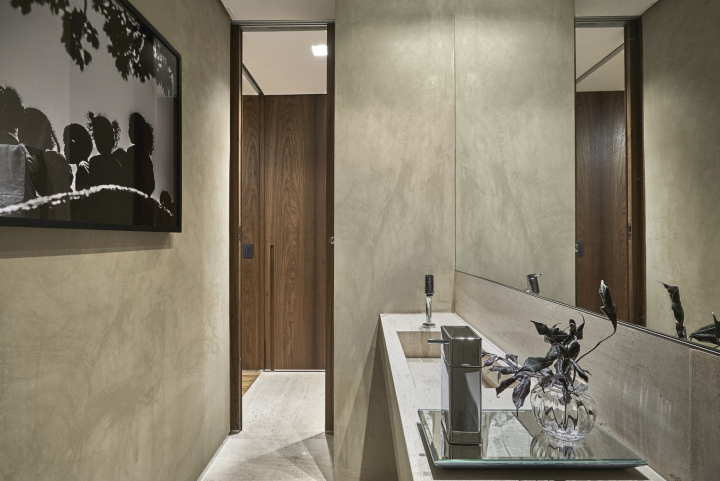 Деревянная отделка офиса в городе Нова Лима - туалетная комната