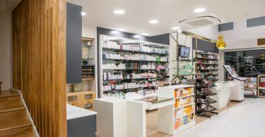 Дизайн аптеки в светлых тонах