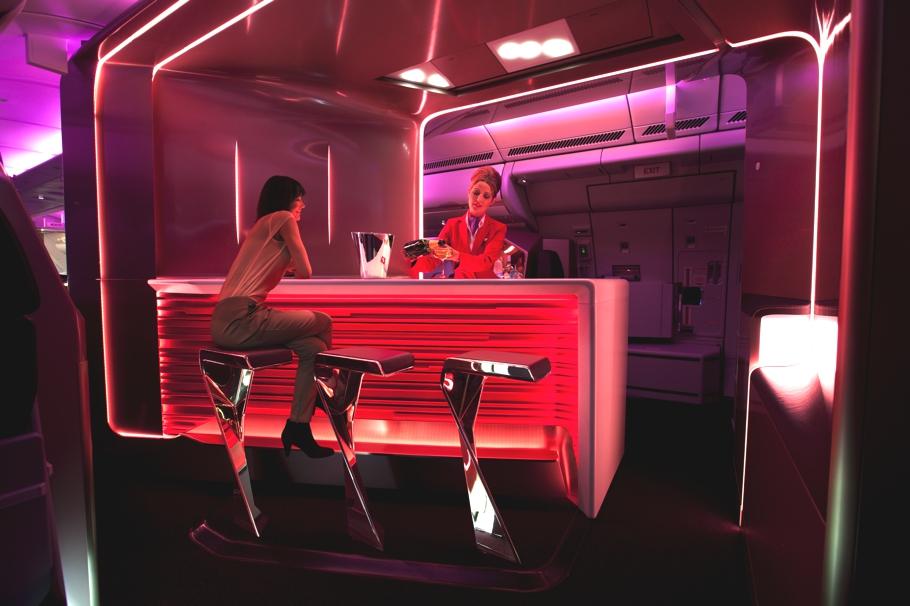 Бар в самолёте VIP класса Virgin Atlantic от дизайнеров VW+BS
