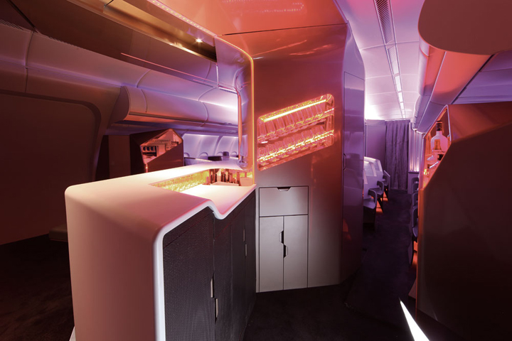 Бар в самолёте Virgin Atlantic отвечает всем требованиям безопасности