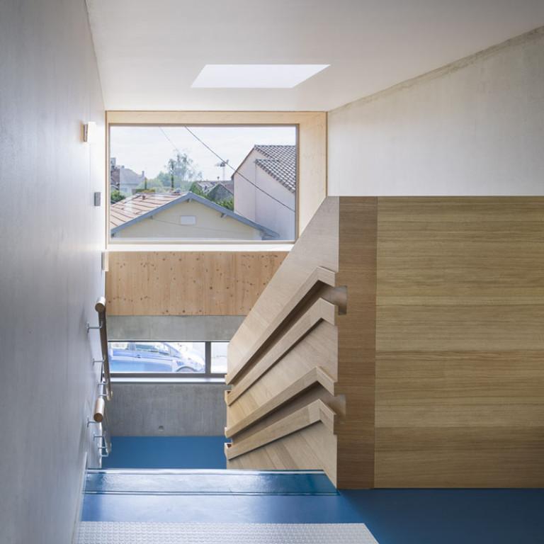 Дизайн детского сада: идея для лестницы