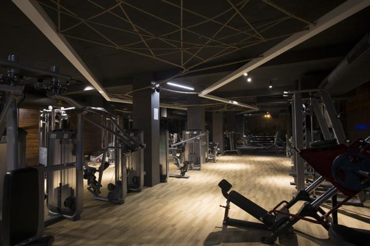 Дизайн фитнес клуба: балки в интерьере
