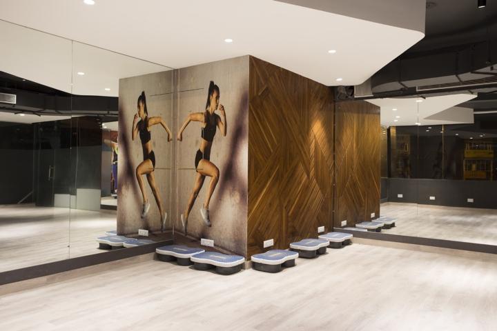 Дизайн фитнес клуба: зеркала в интерьере