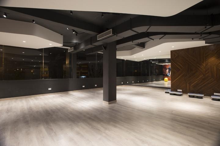 Дизайн фитнес клуба: черный цвет в оформлении