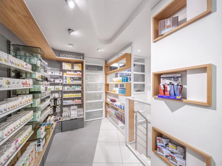 Дизайн интерьера аптеки: сочетание белого и светло-серого оттенков