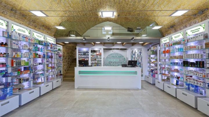 Дизайн интерьера аптеки: необычный потолок