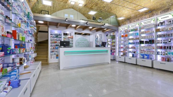 Дизайн интерьера аптеки: стойка с кассой