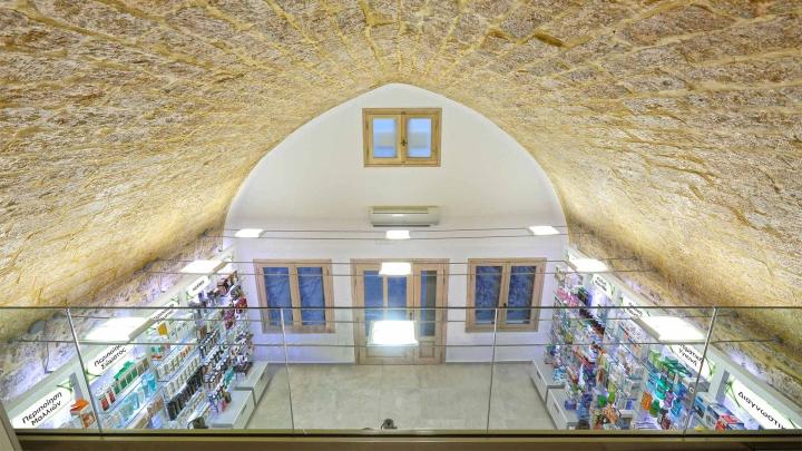 Дизайн интерьера аптеки: вид со второго этажа