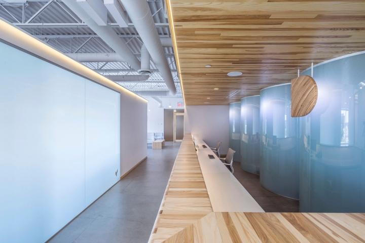 Дизайн интерьера клиники: освещение на ресепшене