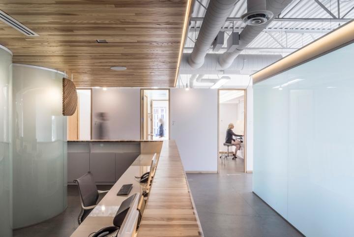 Дизайн интерьера клиники: аккуратные узкие проходы