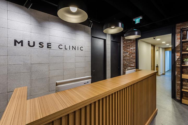 Минималистский дизайн интерьера клиники