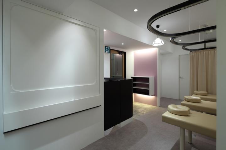 Дизайн интерьера клиники в Японии: белые стены