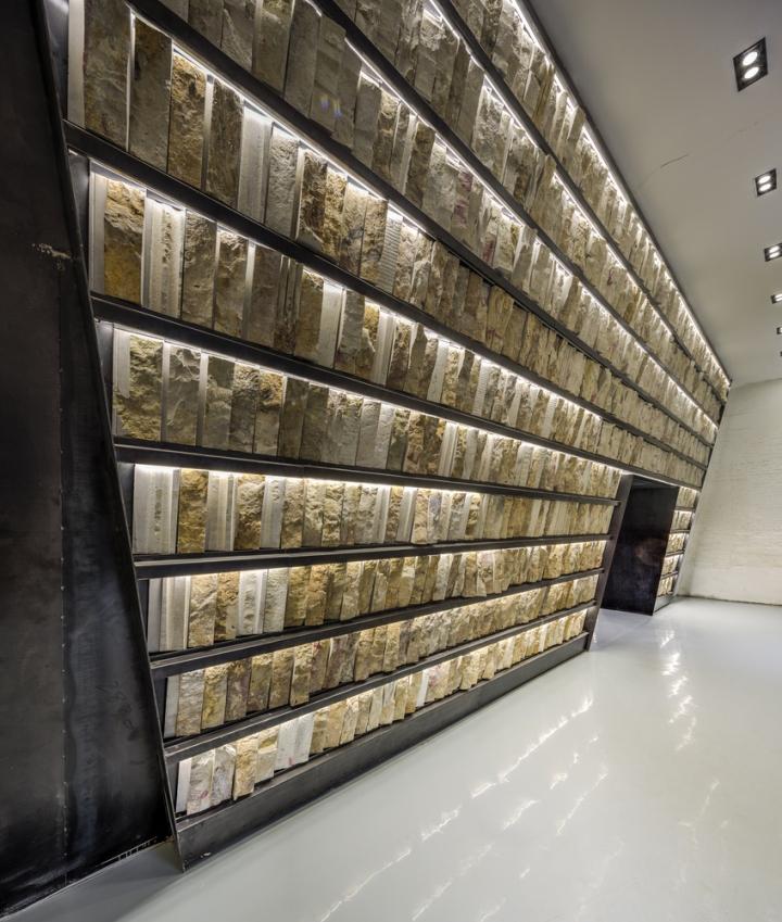 Дизайн интерьера музея камня: выставочный стенд
