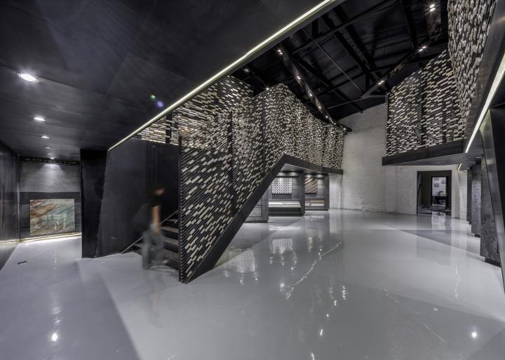 Дизайн интерьера музея камня: ажурная стена