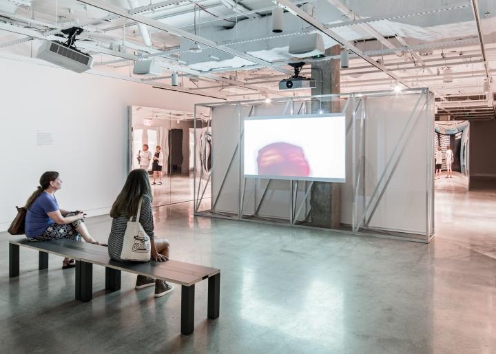 Дизайн интерьера музея: зона просмотра видео