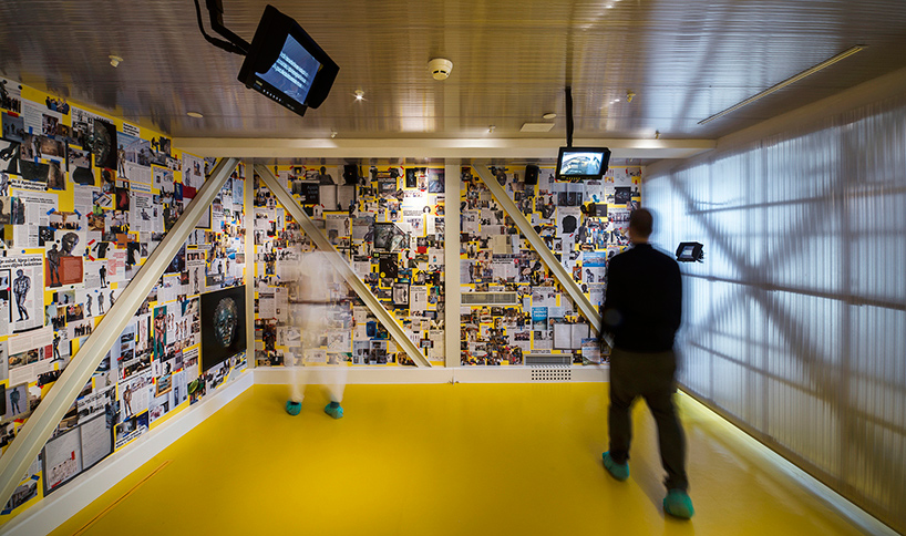 Дизайн интерьера музея: изображения тела атлета на стенах