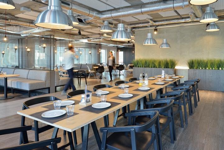 Дизайн интерьера офиса. Фото из Эйдховена - столовая зона
