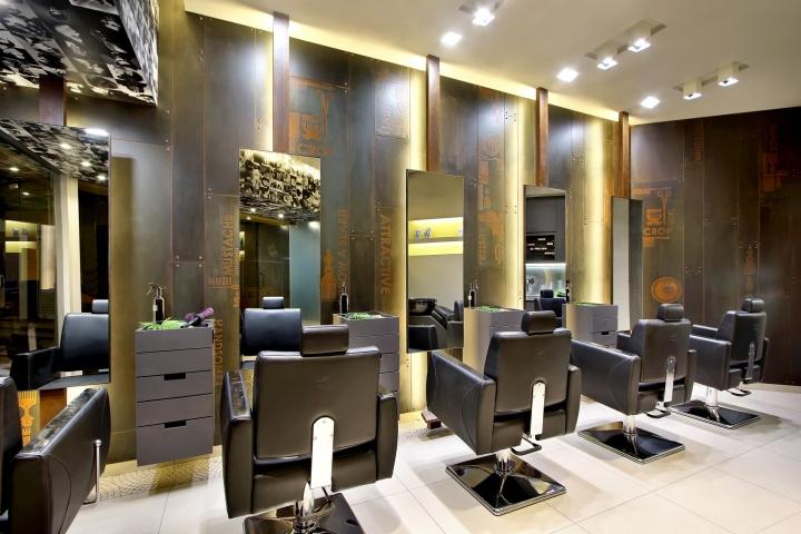 Дизайн интерьера парикмахерского салона Capital в Индии: стеновые панели