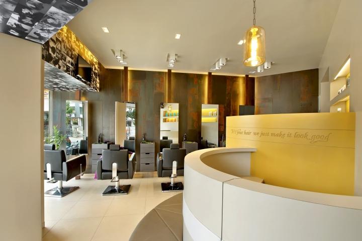 Дизайн интерьера парикмахерского салона в Capital в Индии: панорамное остекление