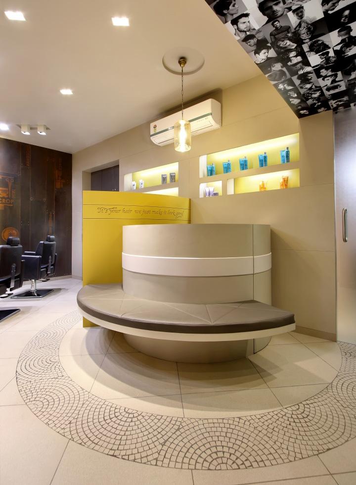 Дизайн интерьера парикмахерского салона Capital в Индии: декор стен