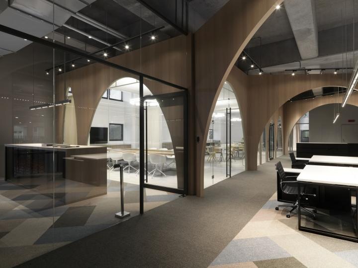 Дизайн интерьера современного офиса с арочными проёмами