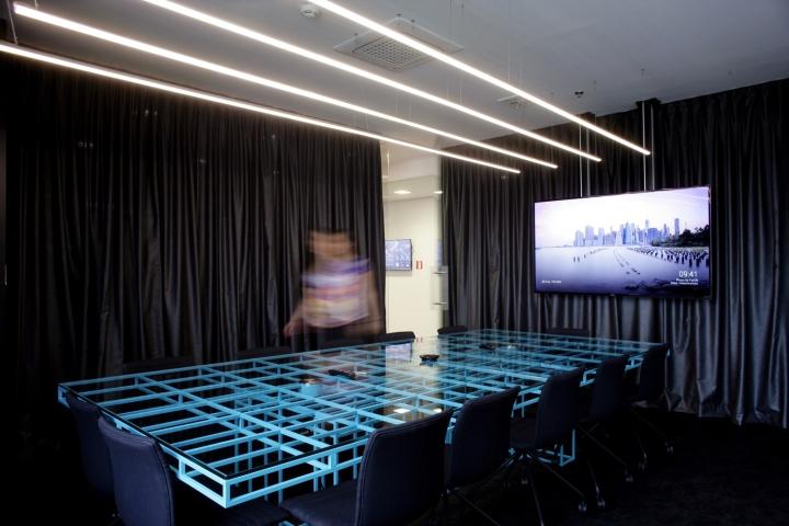 Дизайн интерьера современного офиса: уникальный стол