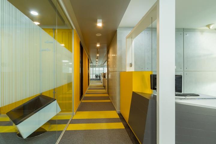 Яркий дизайн интерьера современного офиса
