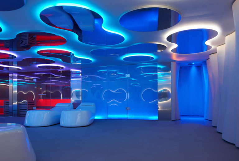 Дизайн интерьера спа салона: синяя подсветка
