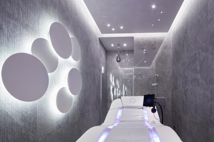 Дизайн интерьера спа-салона: серебристые лампы