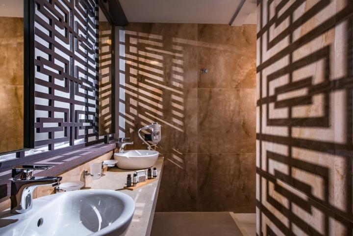 Декоративная каменная плитка в дизайне интерьера спа-салона
