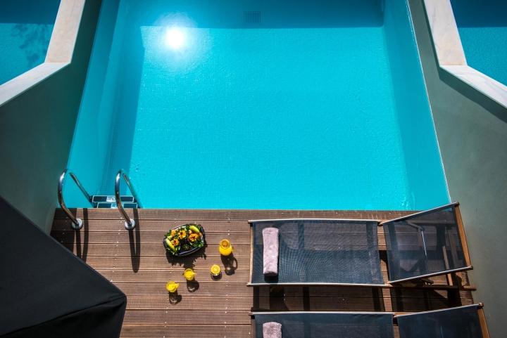 Современный бассейн в дизайне интерьера спа-салона