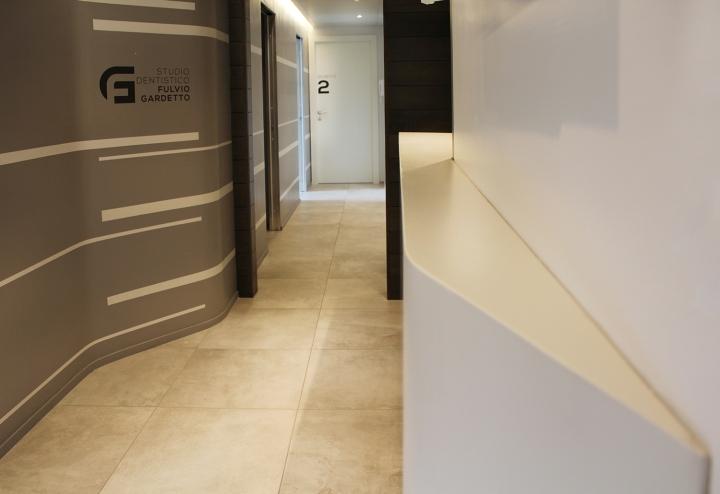 Кофейные стены в интерьере стоматологической клиники