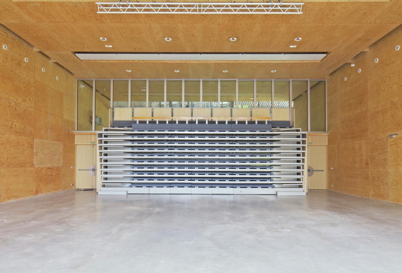 Задвижной подиум в интерьере театра - Фото 2