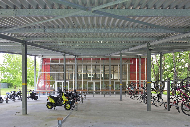 Интерьер парковки в театре