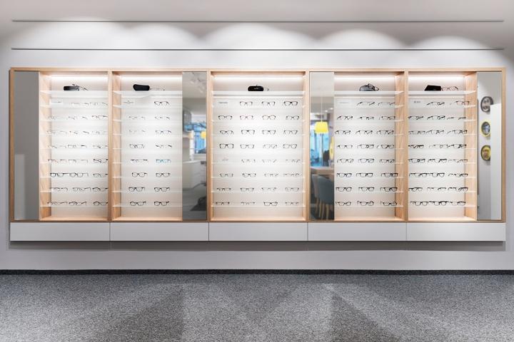 Дизайн магазина очков Binder Optik - стенды с товарами