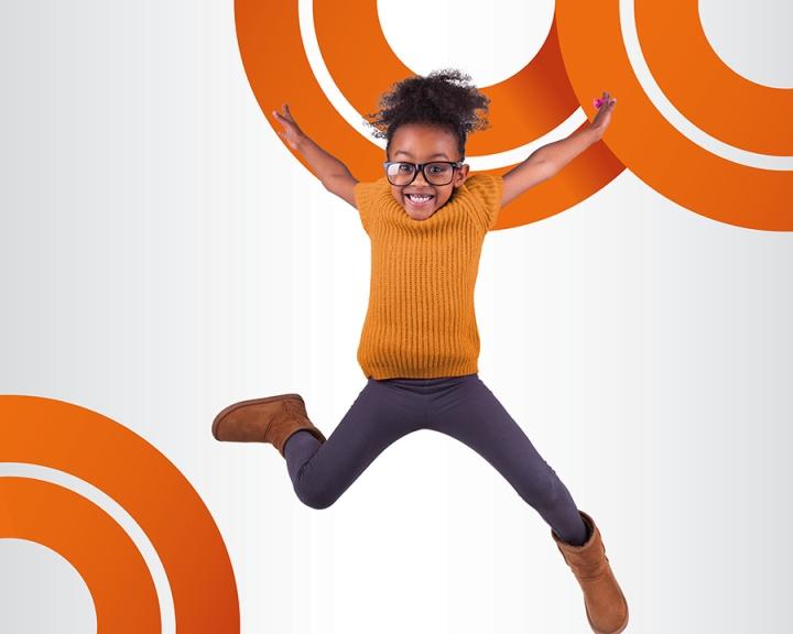 Ярко-оранжевые акценты в дизайне магазина оптики - Фото 3
