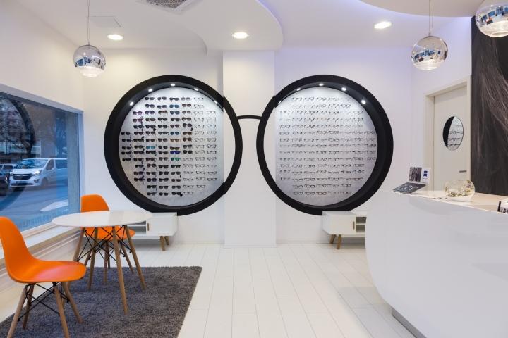 Дизайн магазина оптики: ниши в стене