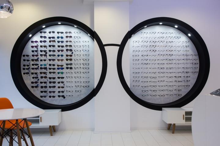 Дизайн магазина оптики: очки в нише