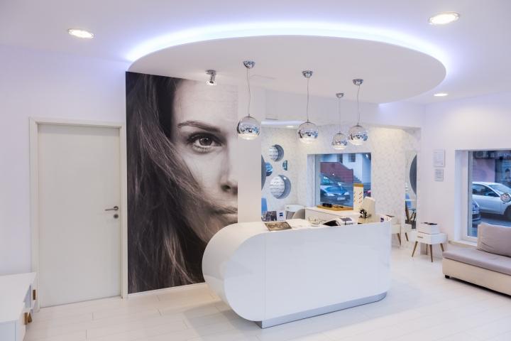 Дизайн магазина оптики: фото женщины