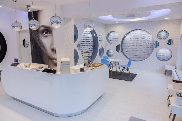 Дизайн магазина оптики: белая кассовая стойка - Фото 1